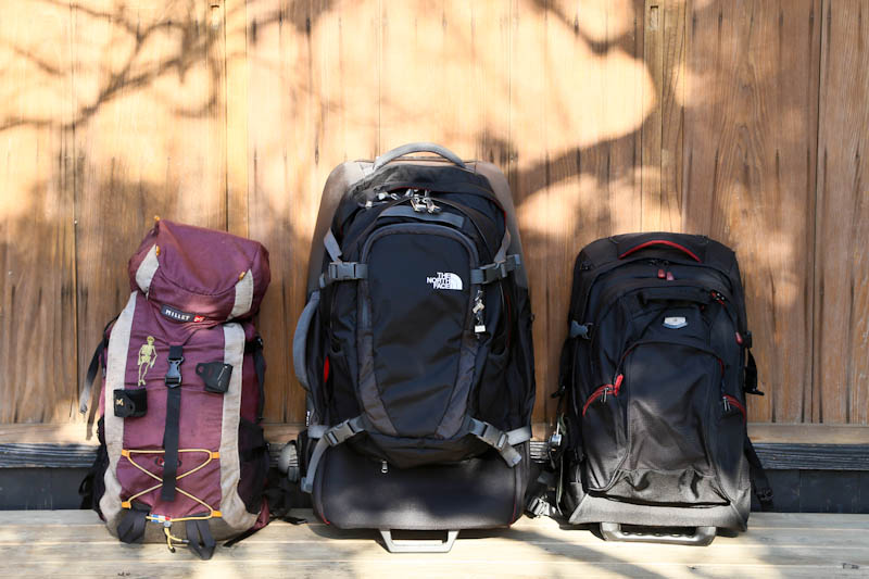 左:MILLET [容量40L]  中:THE NORTH FACEのDOUBLETRACK 28 [容量80L]  右:Eagle CreekのSwitchback Modular 22 [容量53L]
