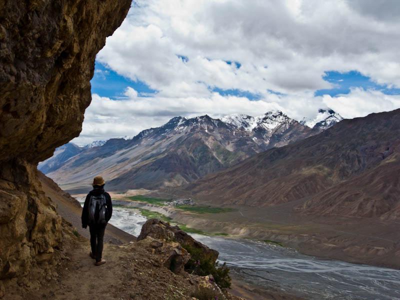 岩山を歩き、キーゴンパへと向かう