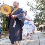 鎌倉で修行僧の水行を見る